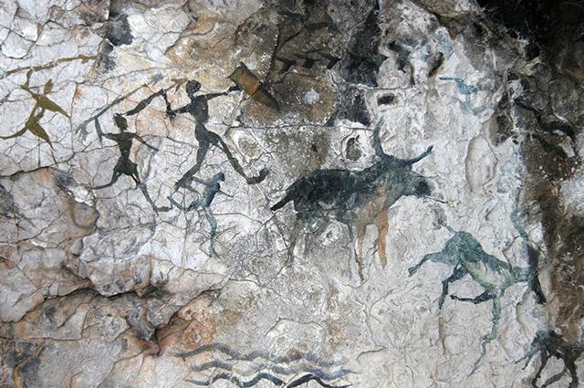 Pinturas rupestre em caverna