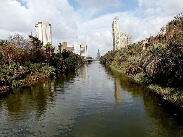 Rio Nilo em área urbana
