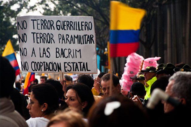 Colômbia - Economia, turismo e imagem de sua bandeira - Farc