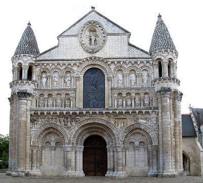 Arquitetura medieval - Estilo gótico e romântico - Estudo Prático