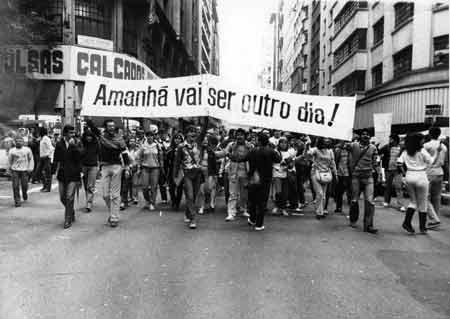 A democracia no Brasil - Mudanças na política, governo de FHC e ...