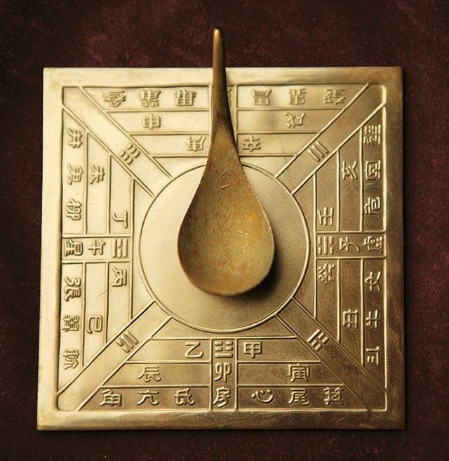 As primeiras bússolas não se utilizavam de agulhas, mas sim de um objeto em formato de concha