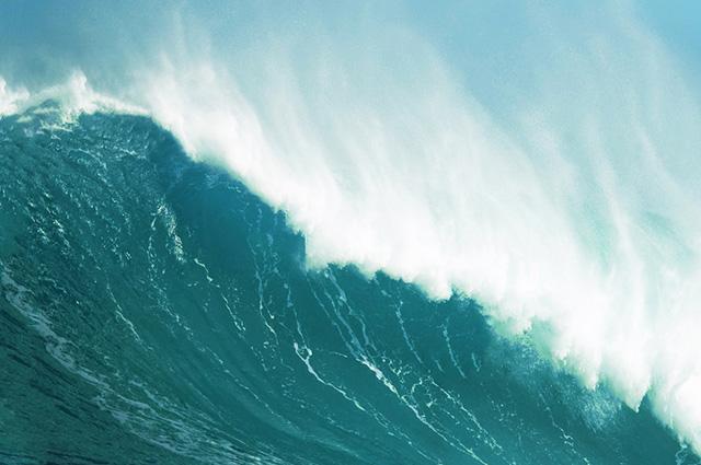 Os tsunamis, ou maremotos, são, portanto, caracterizados por ondas longas