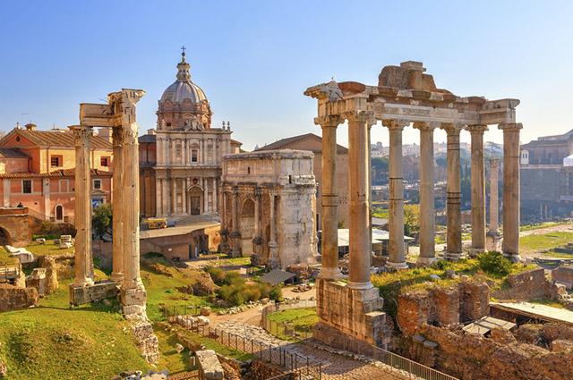 Os triunviratos era um forma de governo em que três generais dividiam o governo de Roma
