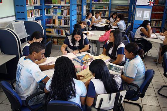 Acordo visa a ampliar projetos em escolas e universidades