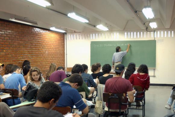 CNE discute medidas para oferecer educação de qualidade