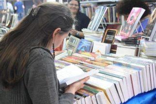 Escolas já podem escolher livros didáticos para 2016