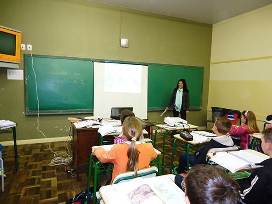 Língua Portuguesa: Estudantes aprendem com cartas a escrever e a expressar ideias