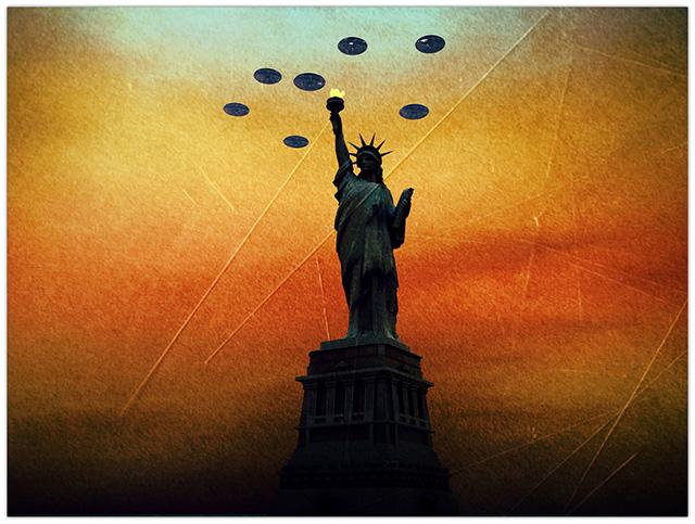 Imagem de ovnis e estátua da liberdade