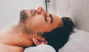 o-que-mais-prejudica-o-humor-dormir-pouco-ou-acordar-de-hora-em-hora