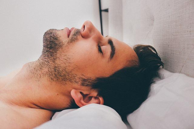 O que mais prejudica o humor: dormir pouco ou acordar de hora em ...