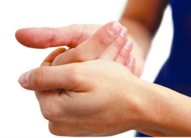 Entenda qual fenômeno ocorre quando você estala os dedos