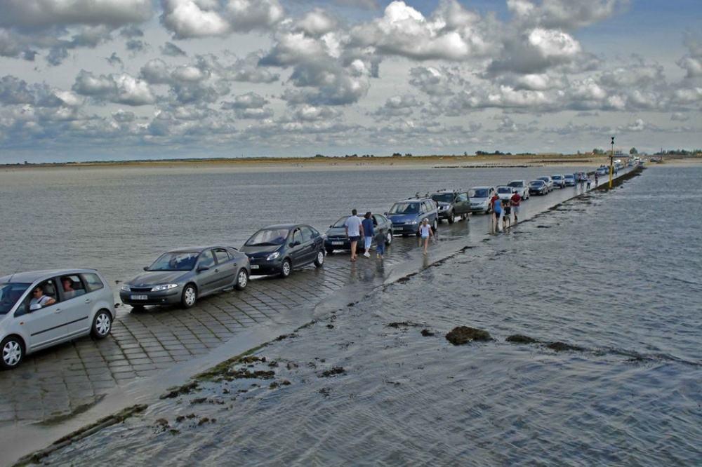 Você sabia? Estrada é coberta por água duas vezes todos os dias ...