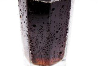 Incrível: descubra o que ocorre ao misturar Coca-Cola com alvejante