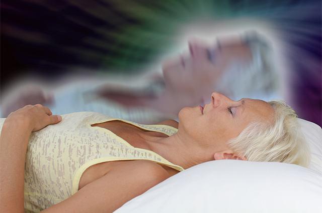Imagem de espírito saindo de corpo de mulher