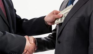 imagem-de-politicos-firmando-acordo