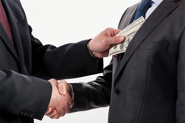Imagem de políticos firmando acordo