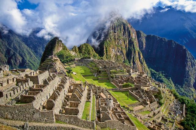 Machu Picchu é um dos mais importantes pontos turísticos do mundo e fica na América Andina