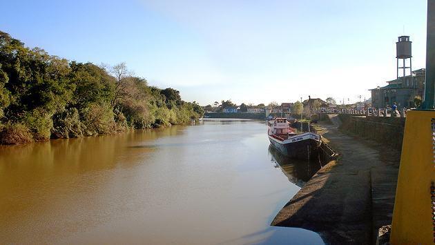 rio-cai-poluido