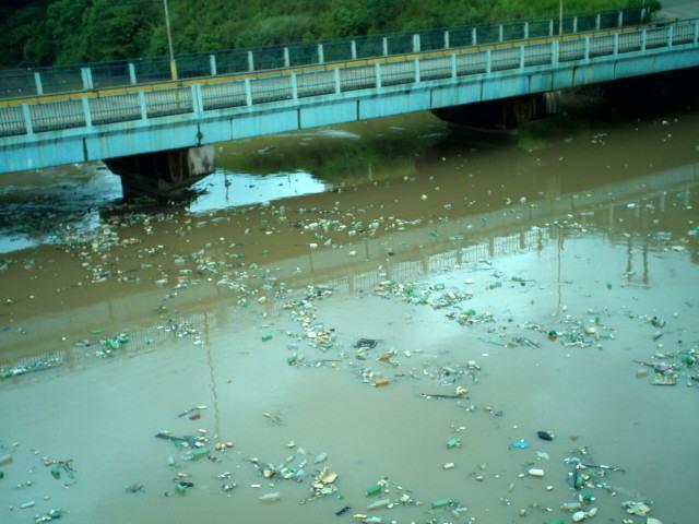 rio-ipojuca-poluido