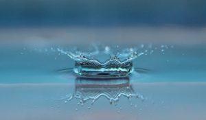 ilustração-de-gota-de-agua-em-reservatorio-de-agua