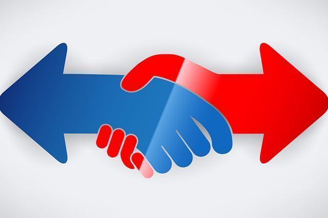 Ilustração de mãos e setas sobre ideologia de direita e esquerda