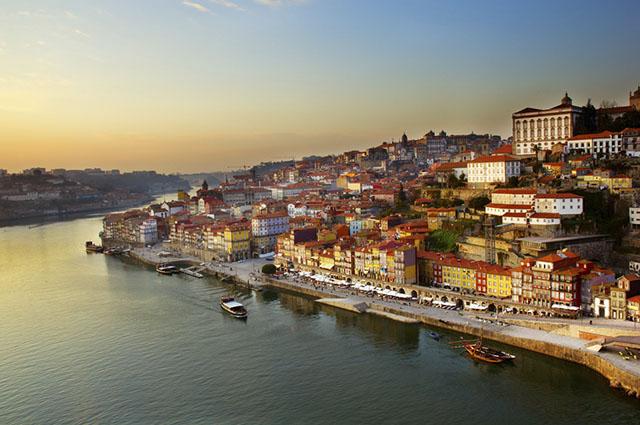 Na Cidade do Porto encontra-se os famosos vinhos do Porto