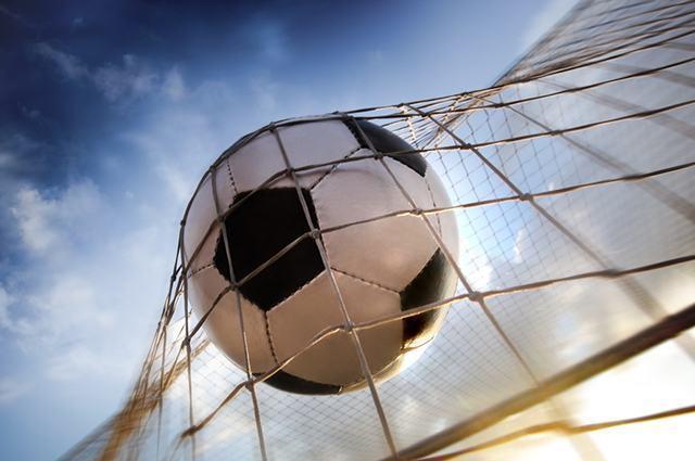 Imagem de bola de futebol em rede