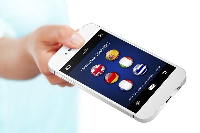Imagem de mão segurando aparelho celular smartphone