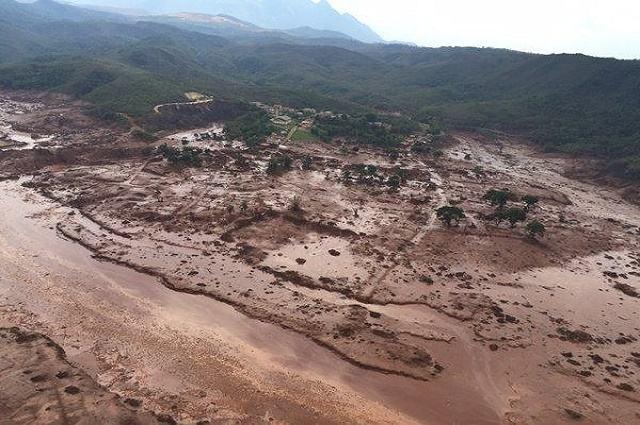Área afetada pelo rompimento de barragem no distrito de Bento Rodrigues, zona rural de Mariana (MG)