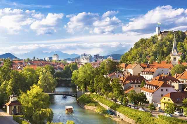 A Eslovênia é muito procurada para o turismo devido a suas paisagens exuberantes