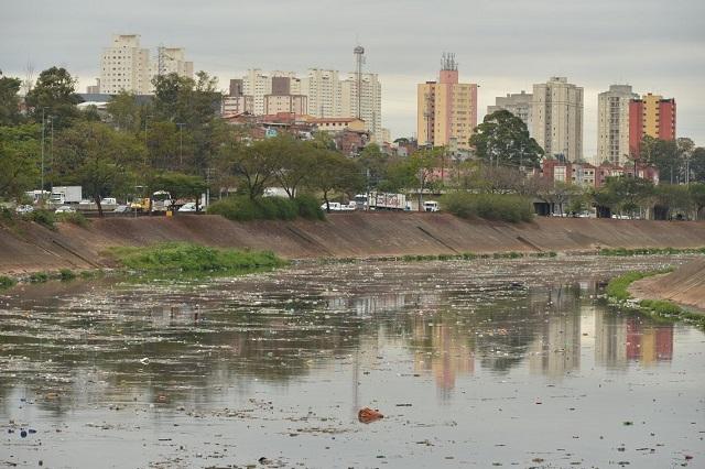 Rio tietê poluído