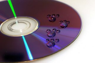 Serve limpar CD, DVD ou Blu-ray com álcool etílico?
