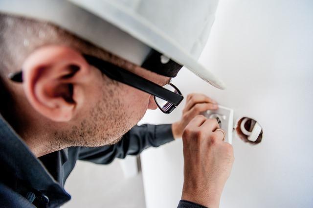 IFNMG oferta curso de eletricista instalador predial de baixa tensão