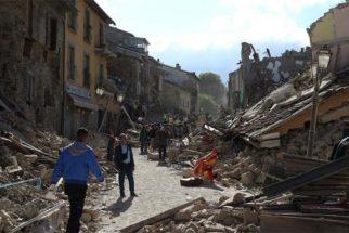 Antes e depois dos locais destruídos por terremoto na Itália
