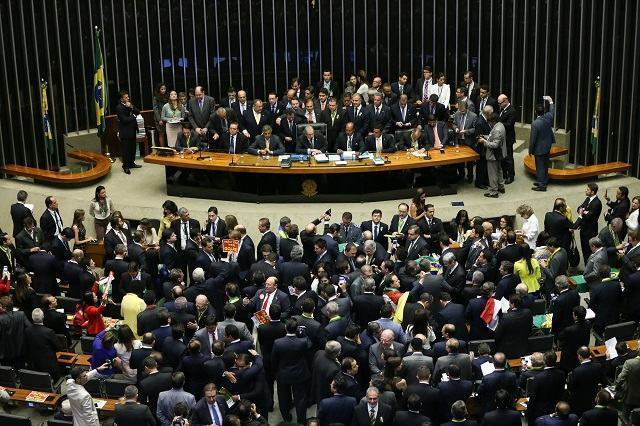 Deputados que votaram contra e a favor do impeachment de Dilma