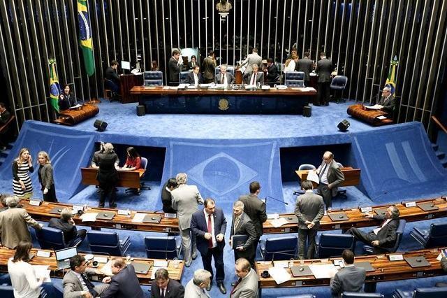Senadores que votaram contra e a favor do impeachment de Dilma