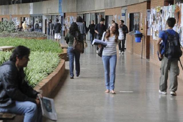 Bolsistas da Capes agora poderão ficar no exterior depois do fim do intercâmbio
