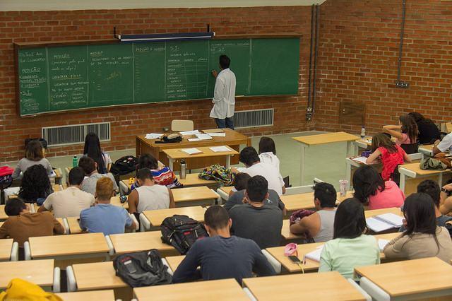Enquanto presenciais caem, crescem cursos de licenciatura a distância