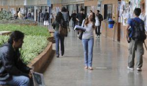 fies-estudantes-cobram-na-justica-valores-a-mais-cobrados-por-faculdades