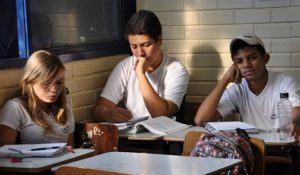 jovens-brasileiros-nao-sentem-se-atraidos-pelo-ensino-medio-diz-pesquisa