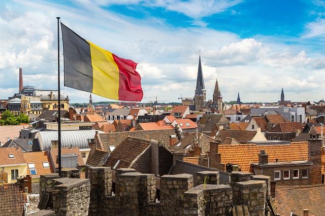 Bandeira da Bélgica asteada