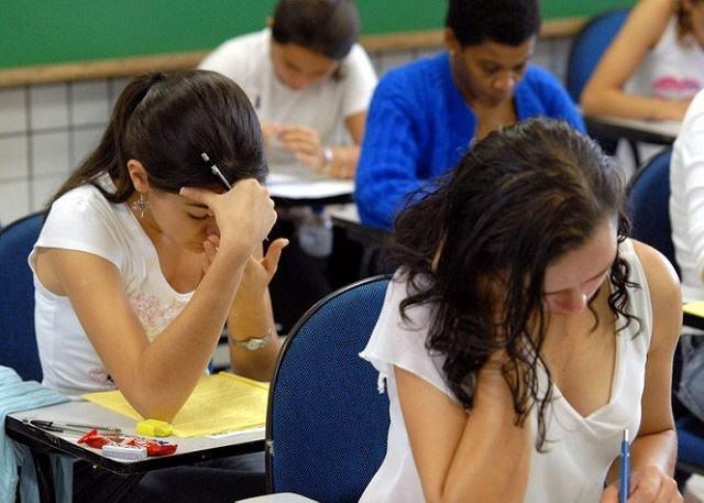 Devido ocupações, 191 mil estudantes terão que fazer o Enem em dezembro