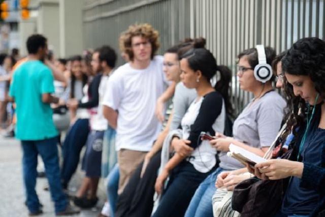 Enem 2016: estudantes elogiam tema da redação e reclamam do cansaço