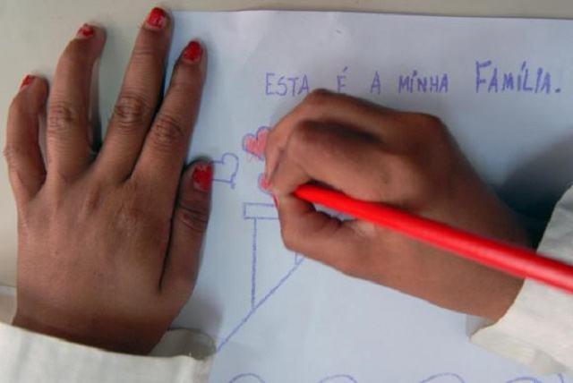 IBGE: educação dos pais é determinante na formação dos filhos