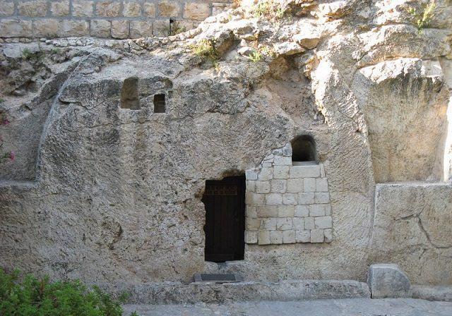 tumulo-onde-foi-enterrado-jesus-cristo-e-aberto-apos-seculos