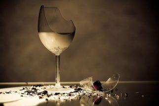 Você sabe por que o vidro quebra quando cai no chão?