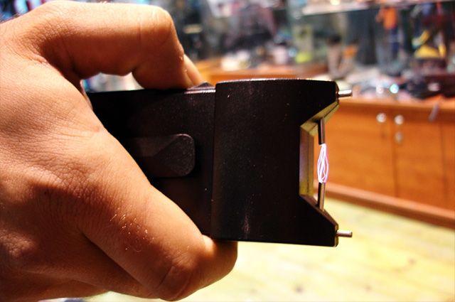 Entenda como funciona a arma taser e por que é usada