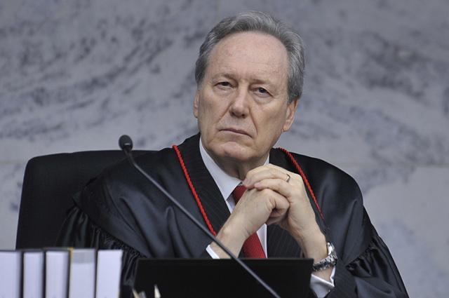 No ano de 2004, Ricardo Lewandowski chegou a ser Presidente do Supremo Tribunal Federal