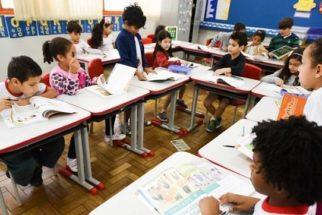 Crianças terão acesso mais cedo a assuntos de português e matemática